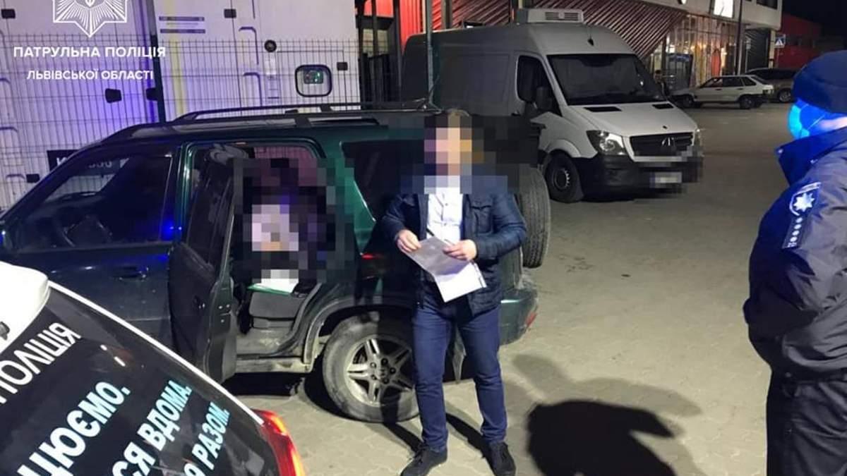 Львовские патрульные остановили автомобиль с 14-летней девушкой за рулем: фото