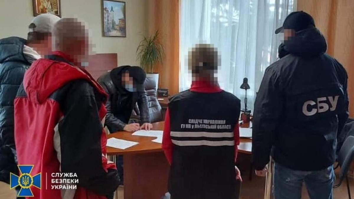 Вкрали 20 мільйонів гривень: СБУ викрила посадовців Укрзалізниці – фото і відео
