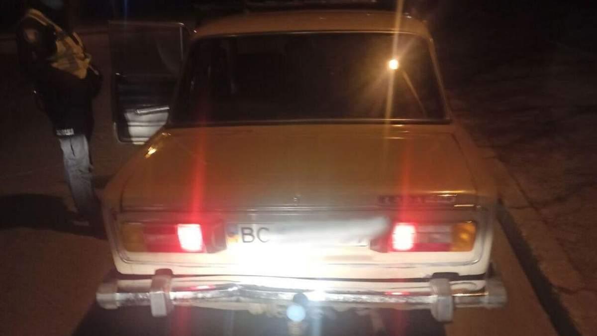 У Львові дуже п'яний водій пред'явив замість документів ковбасу: фото