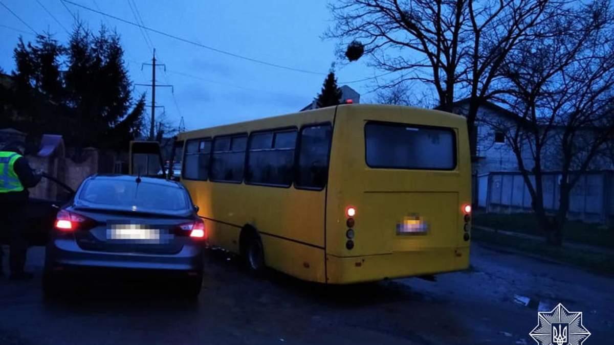 Сел за руль под метадоном: во Львове водитель маршрутки задержал неадекватного мужчину - фото