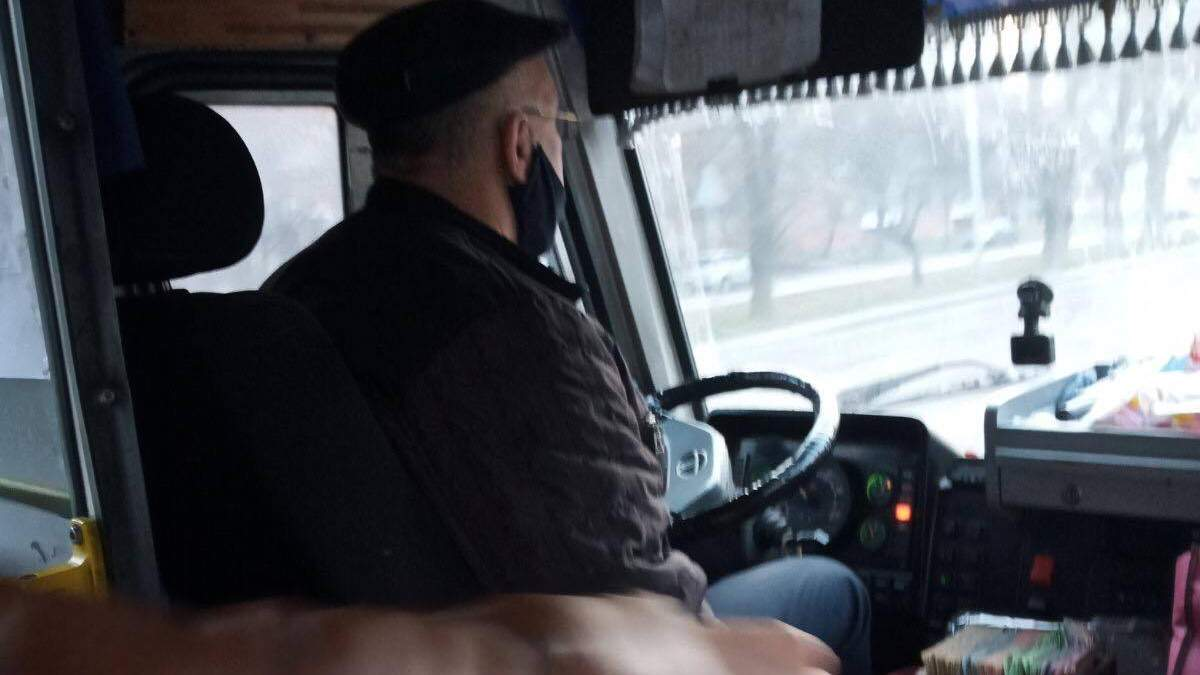 Кричал и называл свиньей: на Львовщине водитель маршрутки отказался везти АТОвца - фото