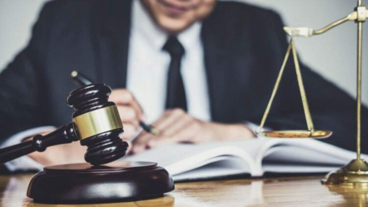 Не понравилось решение суда: во Львове домашний насильник избил адвоката жены
