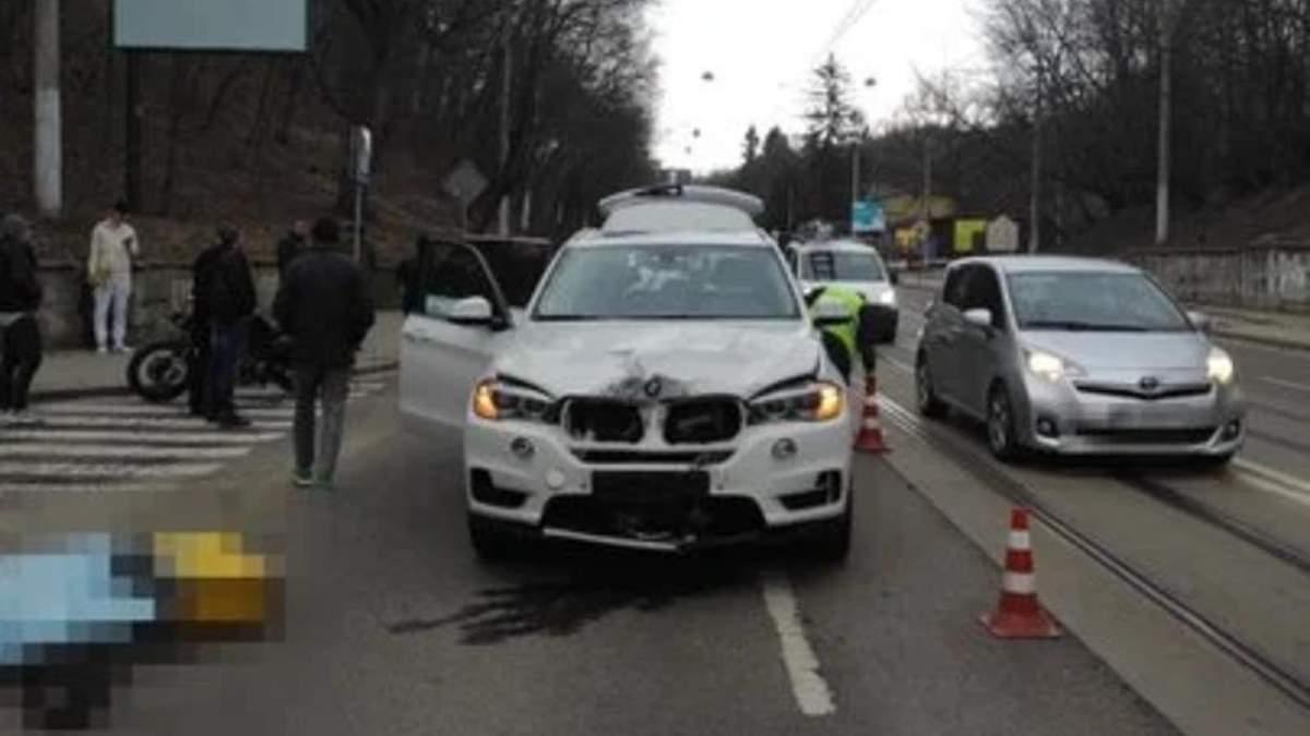 Во Львове водитель BMW X5 насмерть сбил 58-летнюю курьерку Glovo: фото