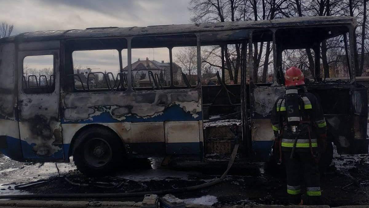 В Дрогобыче во время движения загорелся автобус: в салоне были пассажиры – фото