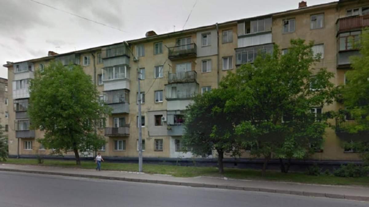 Чудом выжил: во Львове 33-летний музыкант выпал из окна 5 этажа