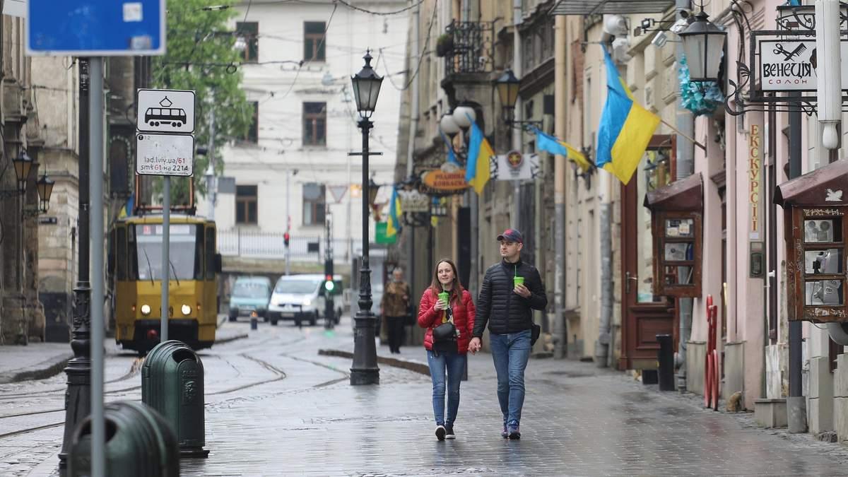 Карантин послабили: у Львові запрацювали початкові школи, ринки та літні майданчики