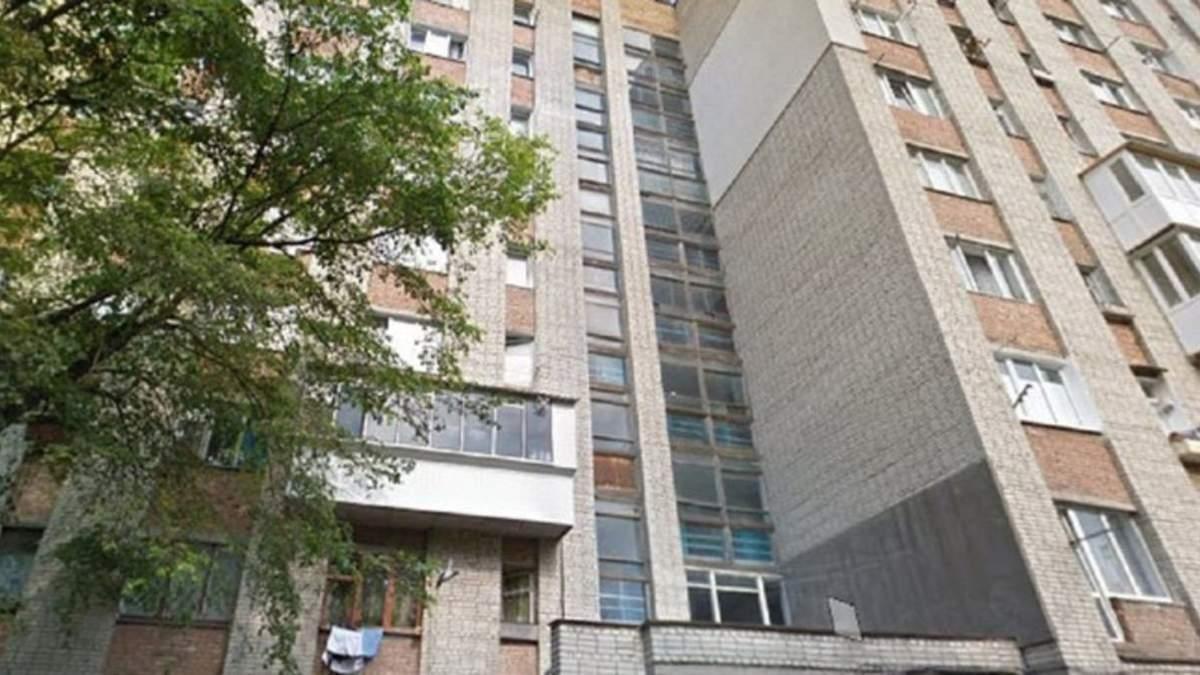 Загинув на місці: у Львові 23-річний хлопець випав з балкона 9 поверху