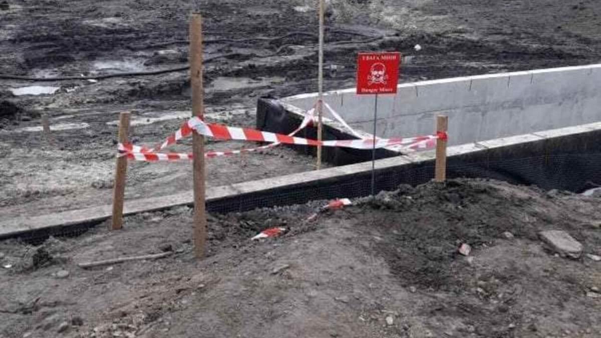 """У Львові біля супермаркету """"Арсен"""" знайшли гранату: фото"""