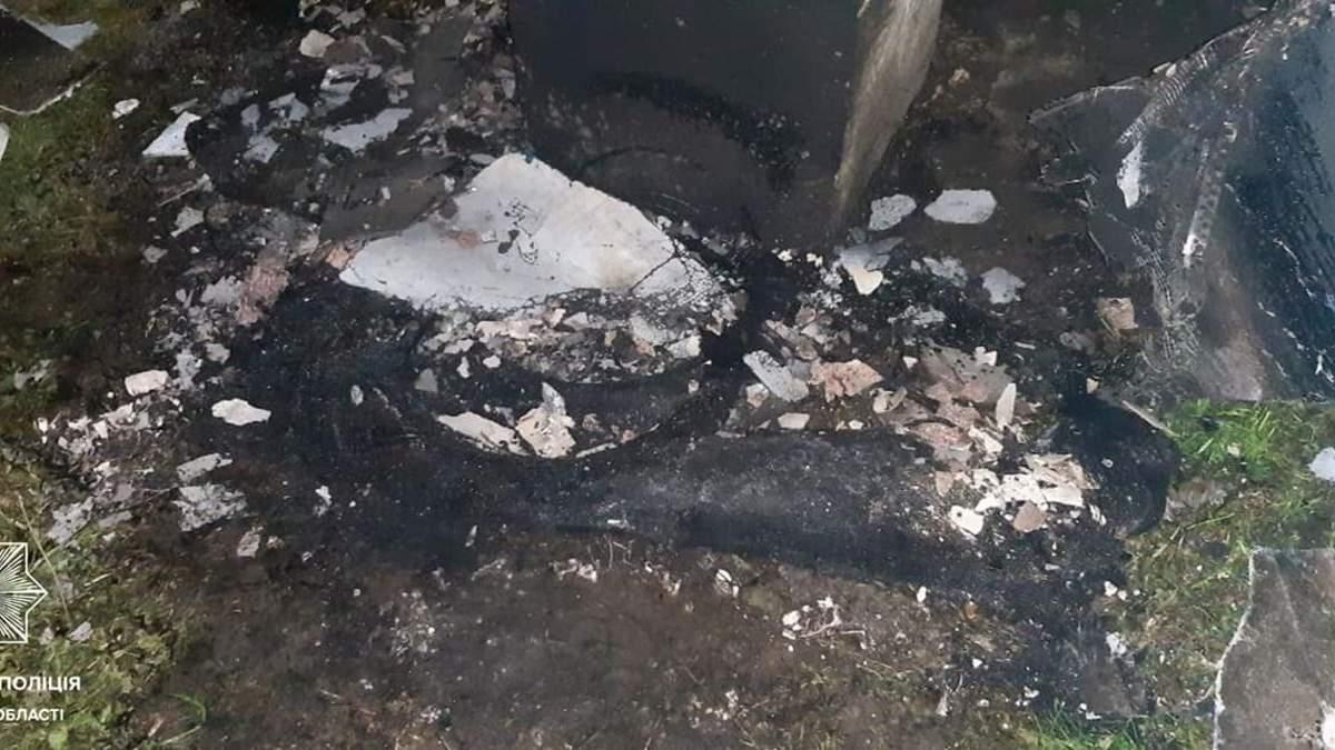 """Полум'яний """"сюрприз"""": у Львові чоловіки спалили львів'янці балкон – фото"""