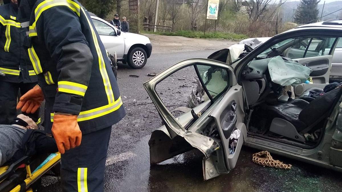 У автомобілях були чоловік, жінка та 3 дітей: на Львівщині трапилась жорстка ДТП – фото