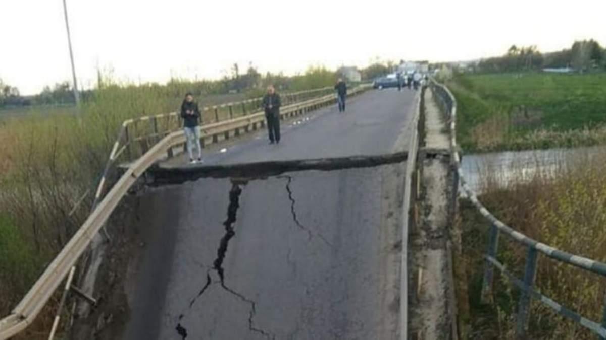 Обвал моста на Львівщині: як курсуватимуть пасажирський та вантажний транспорт