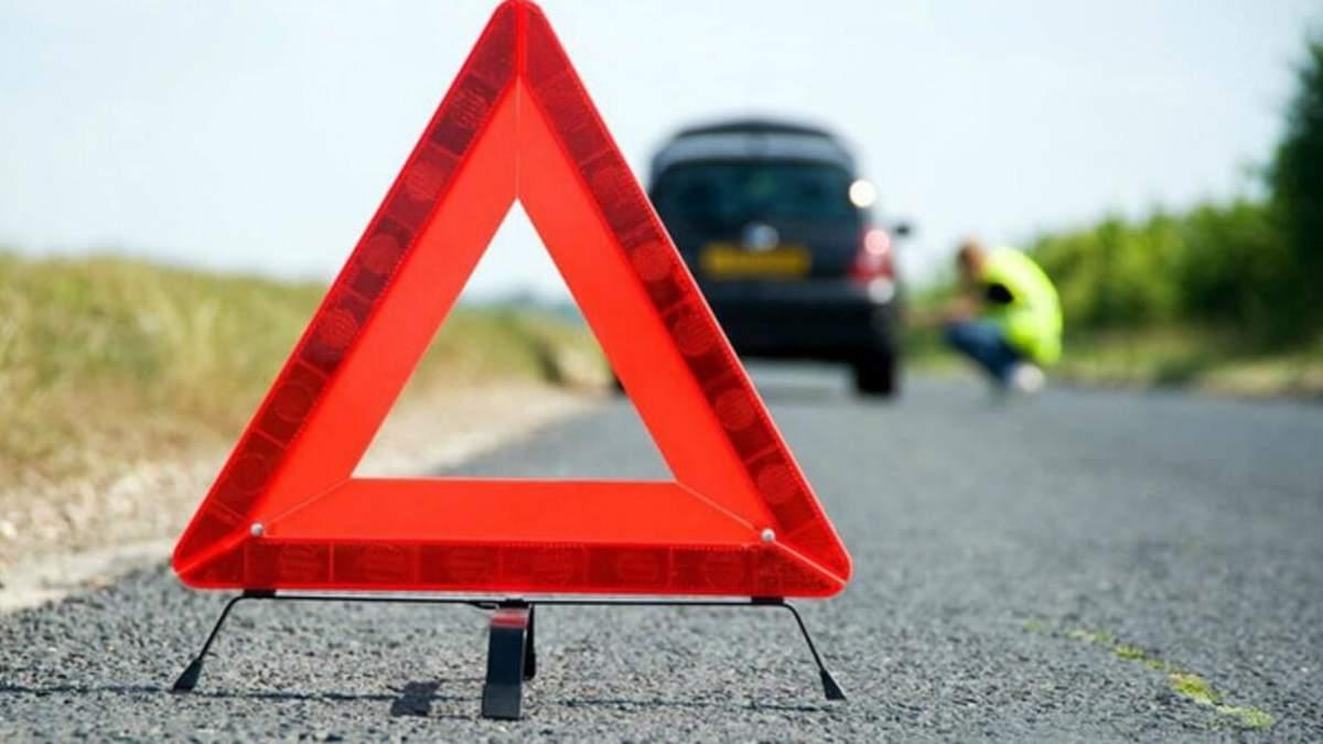 На Львівщині зіштовхнулись мікроавтобус та легковик: постраждали 4 жінки