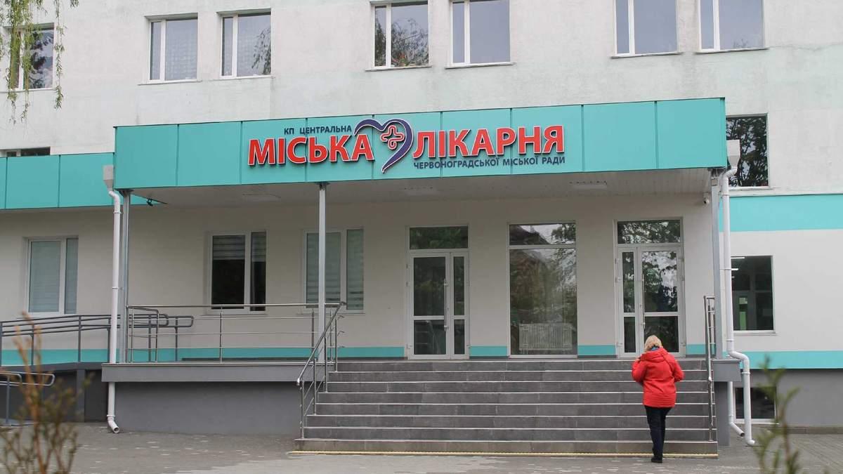 У Червонограді намагались пограбувати міську лікарню: відео