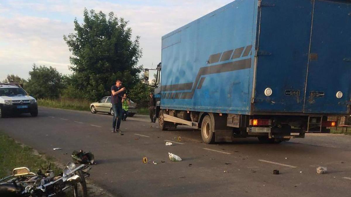 На Львівщині сталась ДТП мопеда з вантажівкою: хто винен