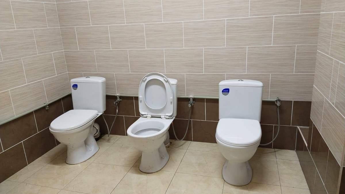 Для людей без комплексов: в червоноградском спорткомплексе появился туалет без кабинок - фото