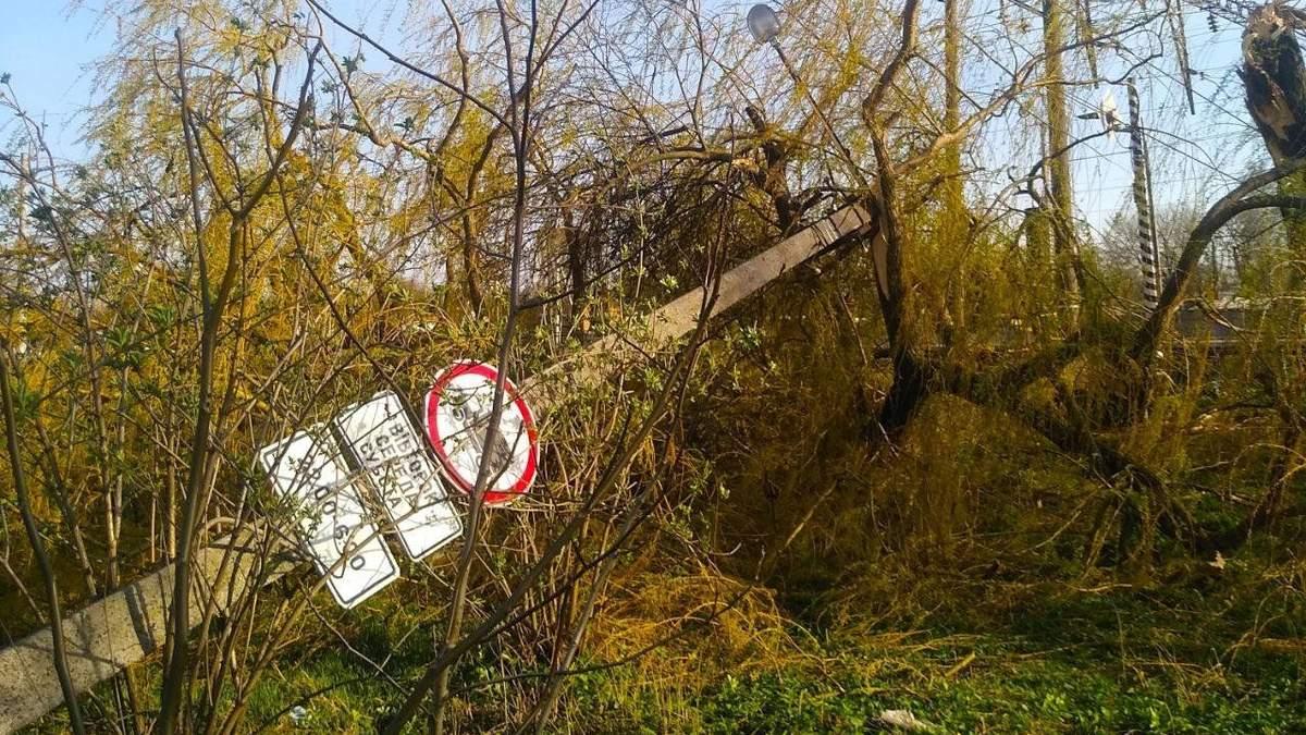 На Львівщині водій влетів у електроопору і загинув від ураження струмом
