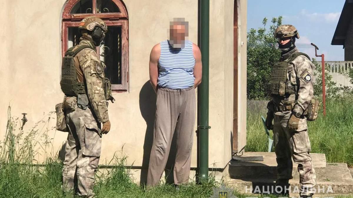 На Львовщине в третий раз задержали священника за продажу самодельного оружия: фото