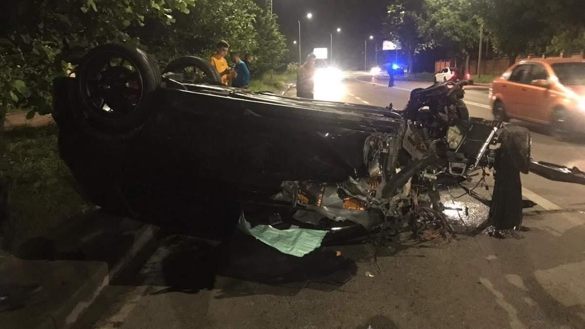 Автівка розлетілась на друзки: у Львові водій спричинив масштабну ДТП і втік – фото і відео