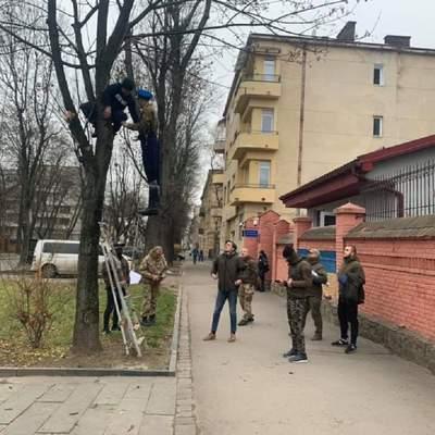 Повесили москаля: во Львове состоялась акция перед российским консульством – фото