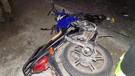 На Львівщині не змогли розминутись мотоцикл та віз: мотоцикліст у реанімації – фото