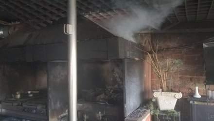 В центре Львова горело кафе: фото, видео с места происшествия
