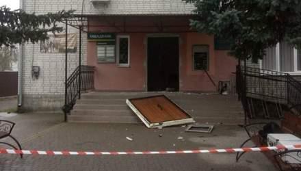 На Львівщині злодії підірвали банкомат та вкрали гроші: фото