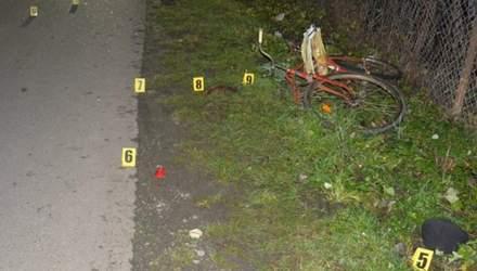 На Львівщині автівка на смерть збила велосипедиста: фото