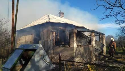 Будинок повністю згорів: власник намагався загасити пожежу самотужки – фото
