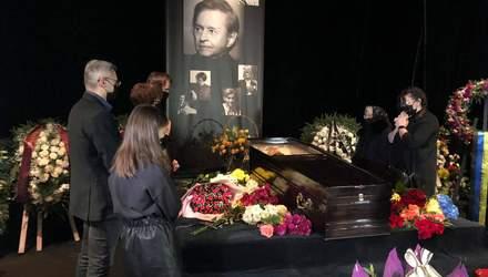 Похороны Романа Виктюка во Львове: украинцы прощаются со знаменитым режиссером
