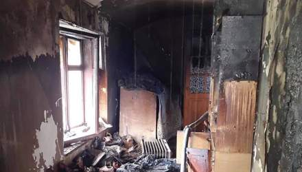 На Львовщине случился сокрушительный пожар в 2-этажном доме: фото пожарища