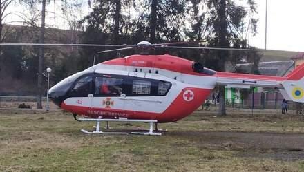 Вперше в Україні: до Львова з віддаленого району доставили гелікоптером пацієнтку