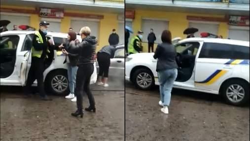 На Львовщине женщина надавала пинков полицейскому: ей грозит тюрьма