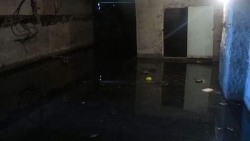 В подъезде – облако пара: подвал львовской многоэтажки затопило горячей водой: фото и видео