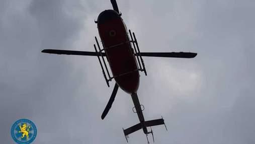 Вертоліт не допоміг: на Львівщині пацієнт помер у момент посадки гелікоптера – фото