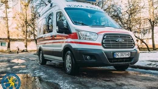 На Львівщині п'яний пацієнт з друзями напав на лікарів швидкої