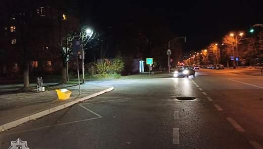 У Львові на переході Volkswagen збив пішохода: чоловік у лікарні – фото