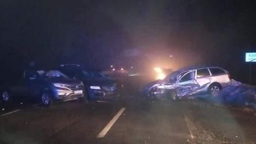 На Львівщині трапилась потрійна ДТП: є постраждалі – фото
