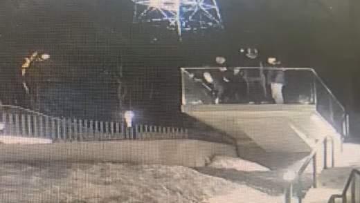 Ударил с разбега ногой: парень разбил часть Мемориала Небесной Сотни во Львове