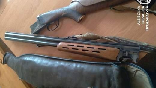 На Львівщині чоловік застрелив 2 собак: йому загрожує в'язниця – фото 18+
